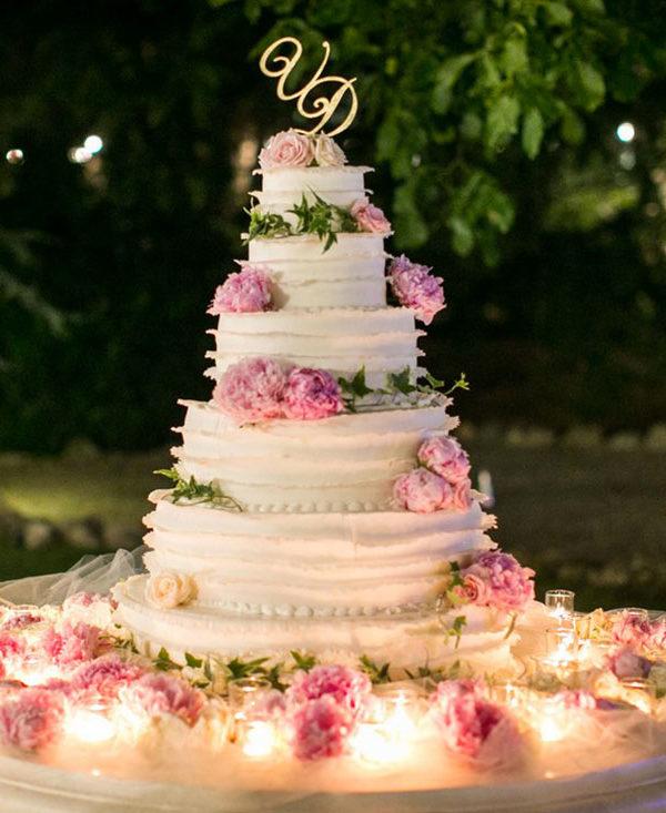 matrimonio-boho-chic-sposa-struttura-torta