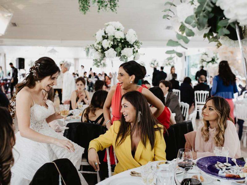 matrimonio glamour sposa con amiche
