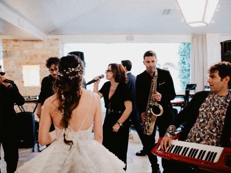 matrimonio glamour sposa con musicisti