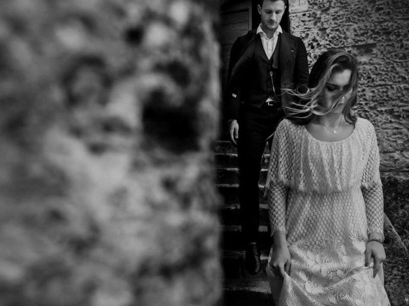 matrimonio boho chic inspiration matera sposi su scalinata
