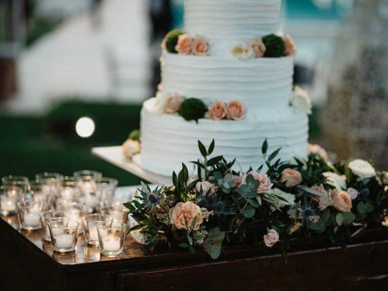 matrimonio glamour torta e fiori
