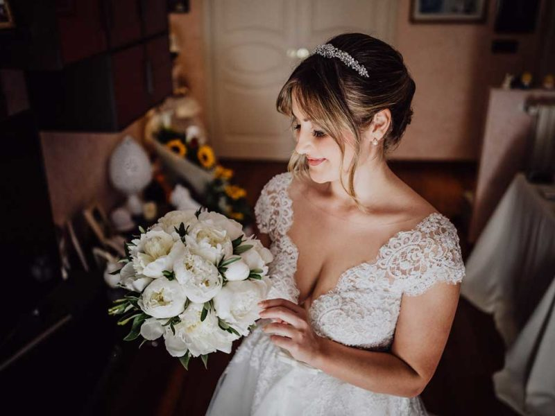 wedding in puglia sposa con bouquet