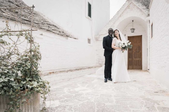 wedding in puglia sposi con trullo