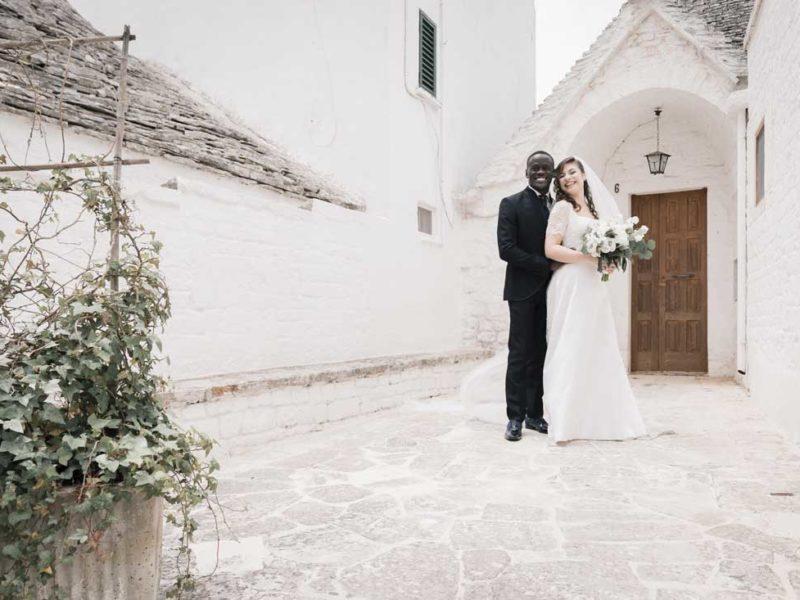wedding in puglia sposi con trullo