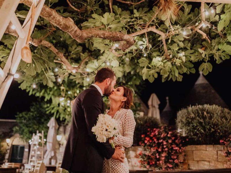 wedding in puglia angelo e celeste bacio di sera
