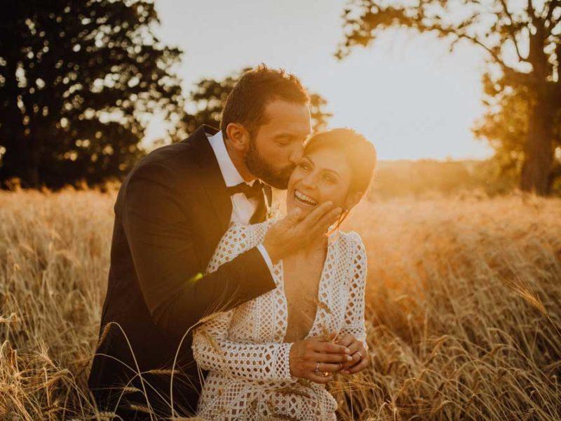 wedding in puglia angelo e celeste carezza e bacio