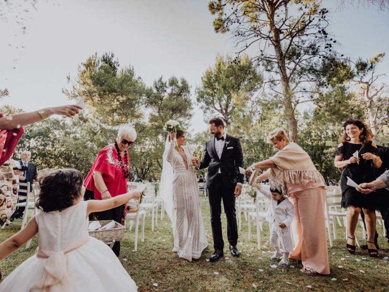 wedding in puglia angelo e celeste lancio del riso degli invitati
