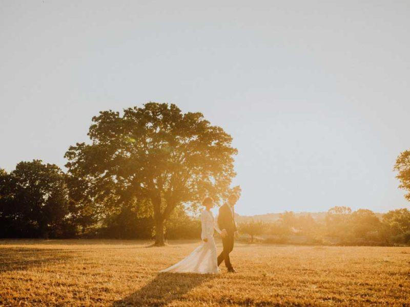 wedding in puglia angelo e celeste passeggiata nei campi