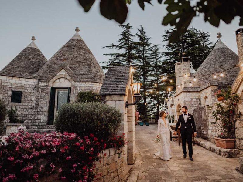 wedding in puglia angelo e celeste passeggiata tra i trulli