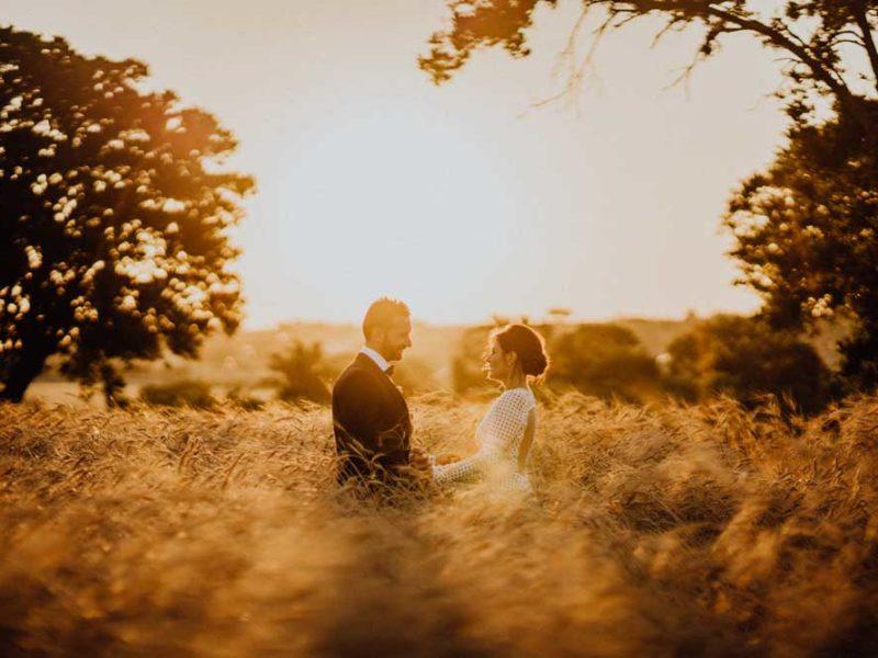wedding in puglia angelo e celeste romantici nei campi