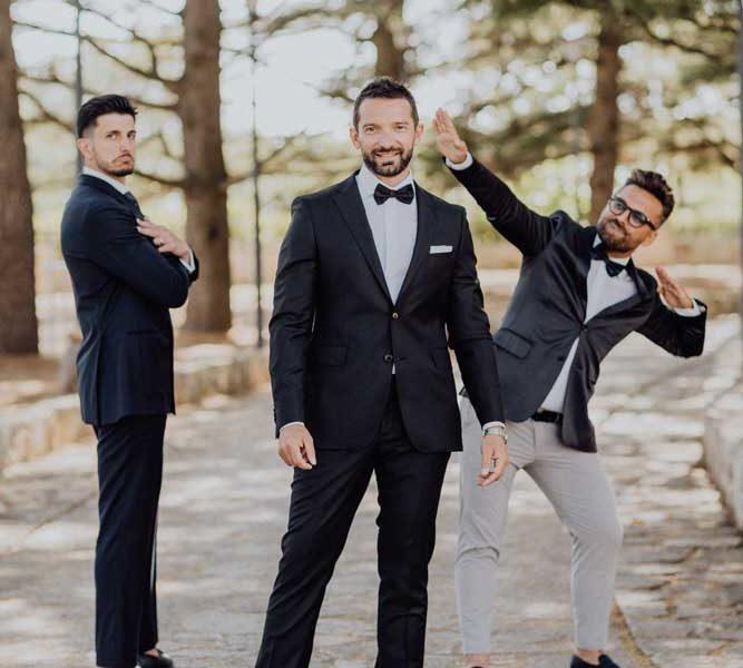 wedding in puglia angelo e celeste sposo divertente con amici