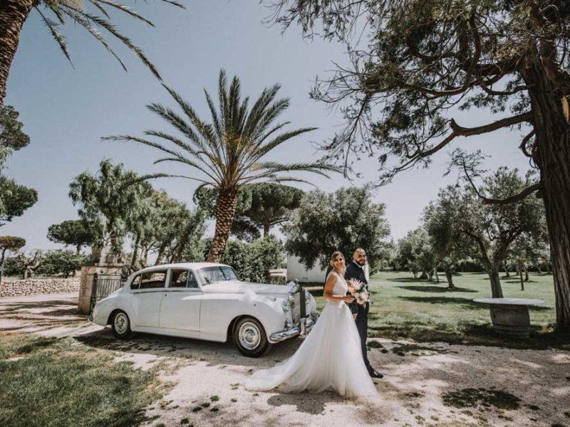 wedding in puglia pasquale e renee con macchina di lusso