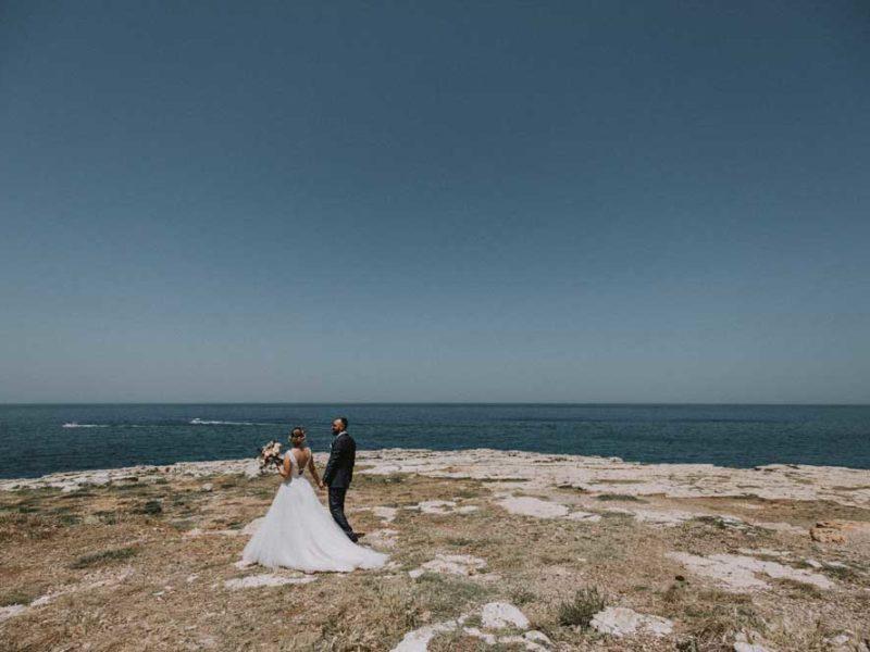 wedding in puglia pasquale e renee con sfondo mare