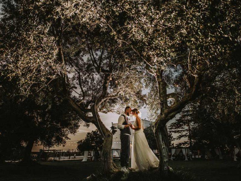 wedding in puglia pasquale e renee tra alberi