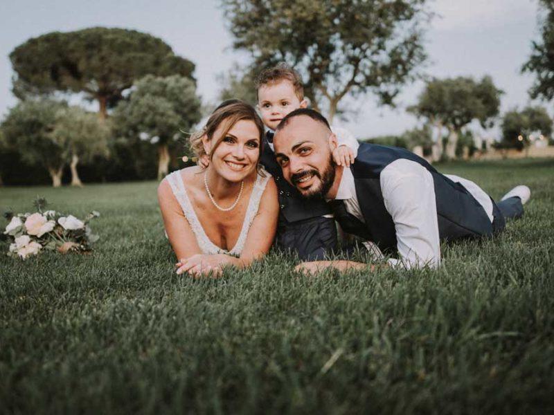 wedding in puglia pasquale renee e mattia su erba